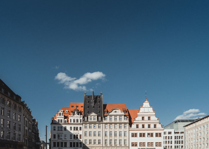 / / / ensemble www.instagram.com/hrrbhn www.fb.com/hrrbhn.foto Architecture Architecture Blue Sky Building Exterior City Cityscape Deutschland Façade Germany Leipzig Pentax PENTAX K-1 Sachsen Saxony Sky TheWeekOnEyeEM Travel Travel Destinations Traveling Colour Your Horizn The Traveler - 2018 EyeEm Awards 17.62°