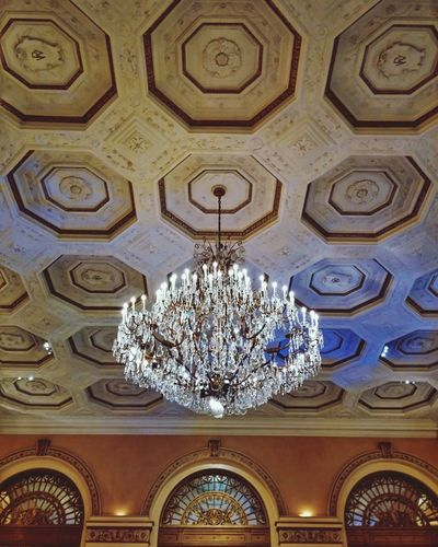 William Penn Hotel Pittsburgh Downtown Pittsburgh Hotel Diaries Hanging Out Taking Photos Vacation Hotel Lobby Chandeliers