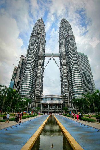 Architecture Cloud - Sky Bridge - Man Made Structure Skyscraper Petronas Petronas Twin Towers