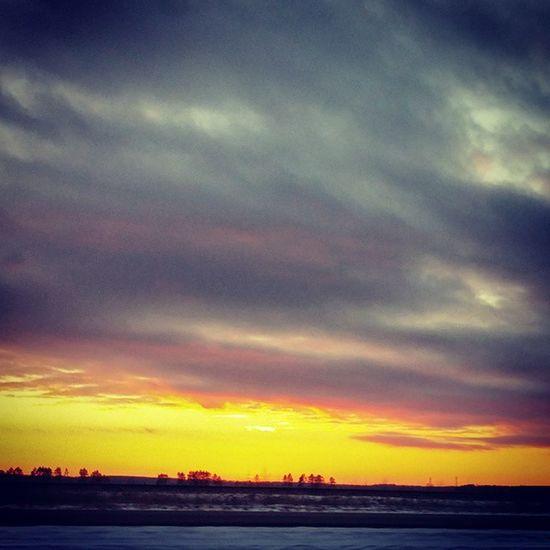 It's after 5pm and the sun is still up... spring is on its way! Sunsetstalker Longerdaysarecoming Sunset Nature Ilovesunrisesandsunsets Godsbeauty Sunset #sun #clouds #skylovers #sky #nature #beautifulinnature #naturalbeauty #photography #landscape Enjoying Life