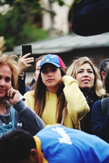 Venezuela Venezuela_captures Streetphotography Wireless Technology Mobile Phone Technology Communication Smart Phone Portable Information Device Photography Themes Photographing Group Of People Real People Women People Portrait