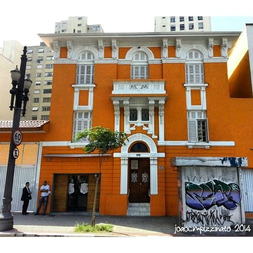 Lindo edifício restaurado no Largo do Arouche. Art Architecture Oldtime Colors city centrol saopaulo brasil photography saopaulotudodebom saopauloantiga building_shotz