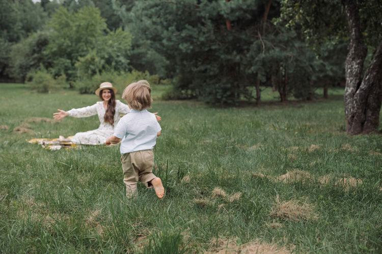 Full length of mother and daughter on grass
