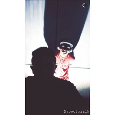 نتحدث انا عشق لا نتحدث عن اشياء لا معنى لها😴💜 آحلى يومم برفقة عزيز استهبلت استهبالات بس ما امداني اصور المشكله ان السماعه تعزز لي ما تخليني استحي ولا افكر بناس الي يشوفوني😂 آصلنن احب سماعتي حب حتى الثماله😴💜