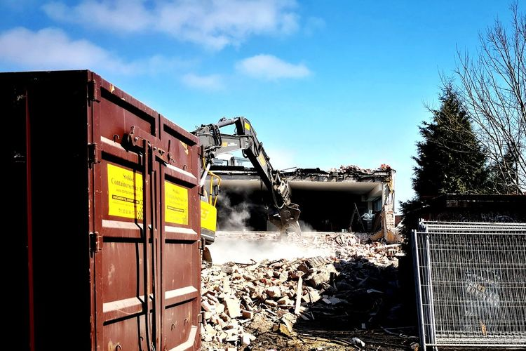 Demolition Demolition Norway Machinery Heavy Machinery Excavator Engineering Tearing Down Work Heavy Duty Heavy Huawei Gate Sky Fence Force