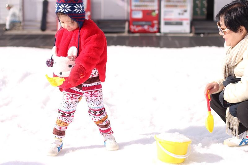 Women Around The World Child Winter Candid Cold Temperature Snow Ice Playground Cute Girl Fujitenskiresort Minamitsuru From Where I Stand From My Point Of View EyeEm Best Shots Happiness Janietrips
