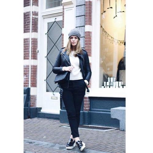 Instagram Yarışmamız Devam Ediyor. Stilika'nın 100 TL değerinde H&M Hediyeçeki verdiği Stil yarışması devam ediyor. Sizde Instagram'da @Stilika'yı takip edin, Stilinseniyansıtır hashtag'i ile bu yılbaşında sizin olmasını istediğiniz bir kıyafet ya da aksesuarın fotoğrafını paylaşıp size neden yakışacağını anlatarak stilinizi ortaya koyun ve H&M'den 100TL değerinde hediye çeki kazanma fırsatı yakalayın. Yarışma çekiliş hediyeçeki ödül ödülvar
