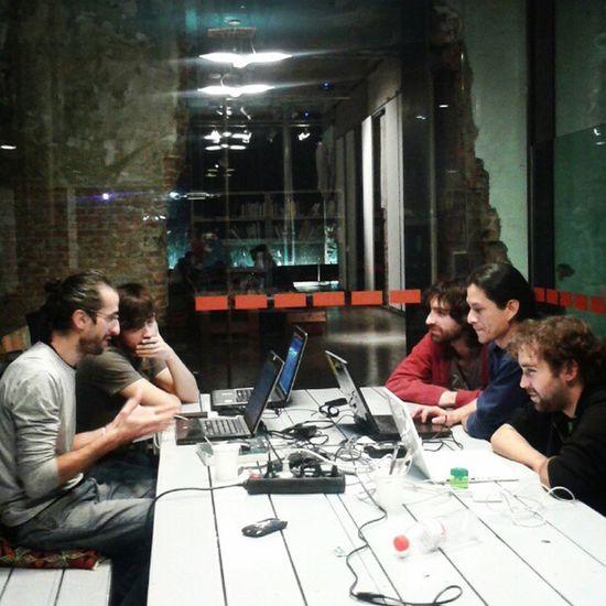 Reuniones que ensanchan tu mente con la gente de Comunes intermediae #Matadero #opensource #softwarelbre Matadero Softwarelbre Opensource
