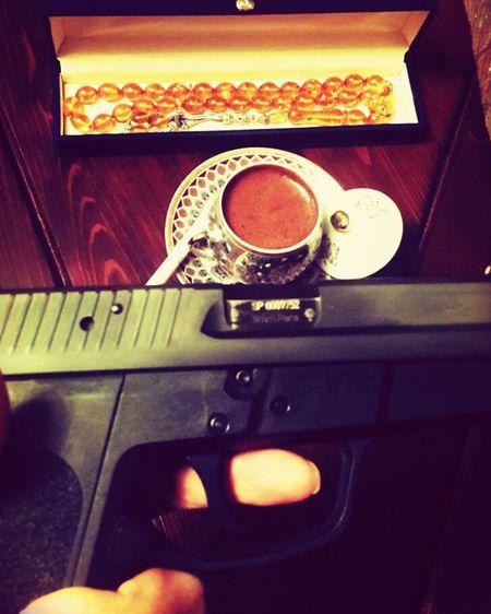 ölüm Sigpro Sigsauer Sigsauerp229 Gun Guns Silah Mermi Tabanca Love Fire Legend Tesbih Coffee Turkishcoffee Kehribar Ateş Kehribarı Taking Photos Babasınınkızı