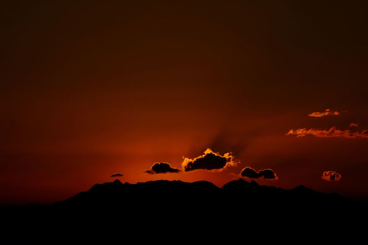 Wallpaper Sun Sunset Nature Sky Landscape Cloud Outdoors Tranquility Dark Mountain Dramatic Sky Majestic Beauty In Nature No People Moody Sky Orange Color Tranquil Scene Non Urban Scene Cloud - Sky Horizon Over Land Scenics - Nature Silhouette Idyllic Copy Space Non-urban Scene Environment Glowing