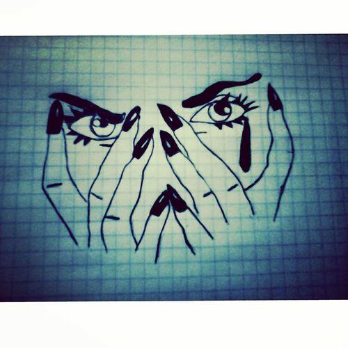 Скрывая взгляд и улыбаясь - Мы прячем тонну боли, горечь...