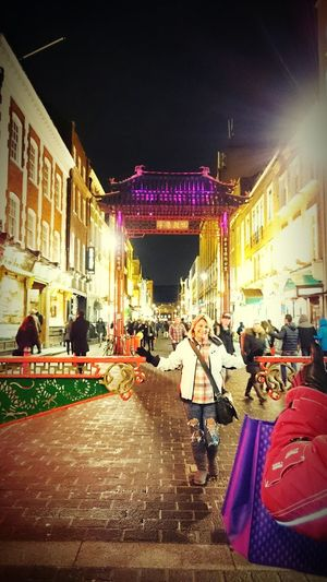 The Tourist Chinatown London London Uk Chinatown Gate Arch Picture Time Cities At Night