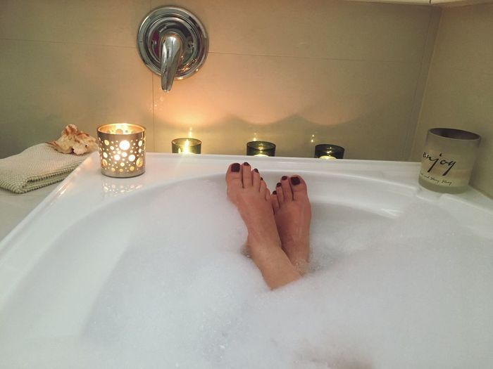 Feet Foot Feet Bathtub Water Bath Time Bathroom Real People One Person Indoors  Taking A Bath Domestic Room Refreshment Human Leg Hygiene Human Body Part EyeEm Gallery Toes Feet Fetish Clean Relaxing Bubbles Bubble Bath EyeEm Everyday Joy