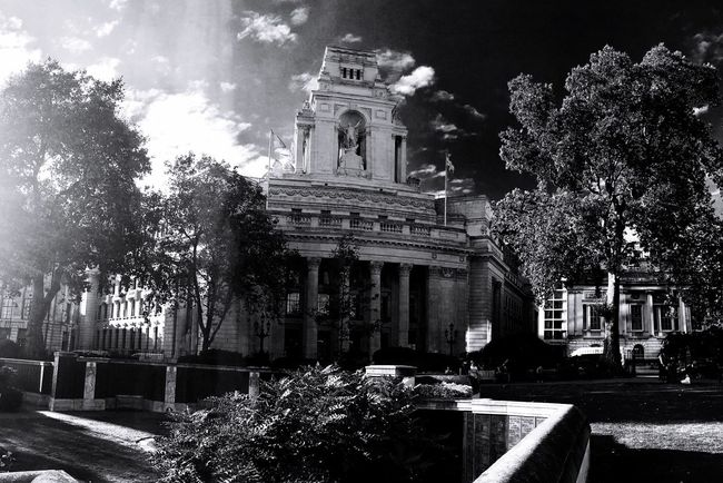 Trinity Square Gardens London United Kingdom Battle Of The Cities Blackandwhite IPhoneography London Lifestyle