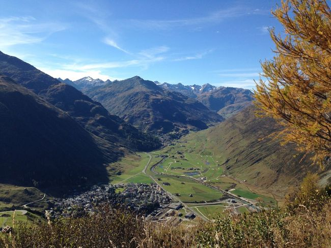 The KIOMI Collection Autumn Herbst Autumn Colors Herbststimmung Schweiz Switzerland Hiking Nature Tree Trees Schweizer Alpen Zentralschweiz Schweizer Alpenkette Alpen Swiss Alps Swiss Beautiful Scenery Nature_collection Andermatt  Uri Dorf Village Alps Different Colors