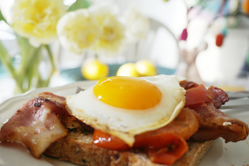 Eggs and bacon and fried tomatoesBacon Breakfast Close-up Day Easter Easter Egg Easter Eggs Easter Ready Egg Egg White Egg Yolk Eggs Eggs And Bacon Food Food And Drink Freshness Fried Egg Healthy Eating Indoors  No People Plate Påsk Påske Ready-to-eat Sunny Side Up