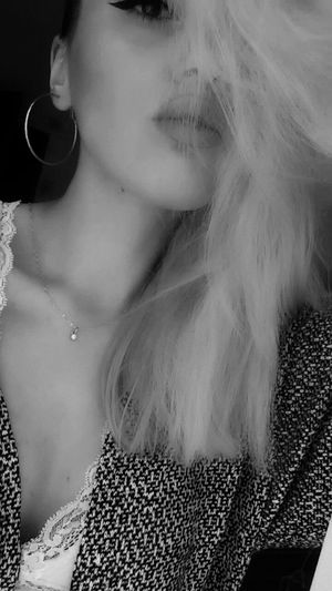 One Woman Only Front View One Person Fashion Beauty Big Mouth 😚 Good Morning! Beautiful Sunlight Sunny Morning ,taking Photos ,black&white , No Worriess  ...taking Pictures .......... ♥ ..........more.......... .......... Women Around The World
