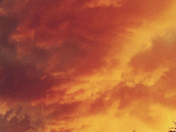 Beauty In Nature Sunset Cloud - Sky Madrid Spain Los Cielos De Madrid IPhone 6 Plus Photohgraphy📱📸 Eye Em Nature Lover Cuando Se Aproxima Una Tormenta. Pasión Por La Naturaleza