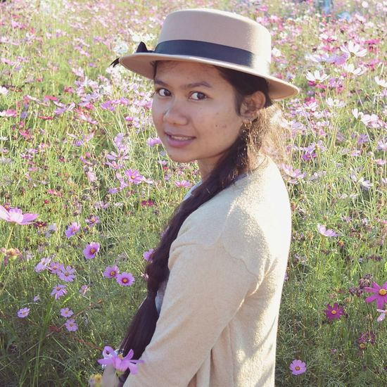 Flower One Woman Only Only Women One Person Adult Smiling Beauty Outdoors Women Blooming Flower Hat