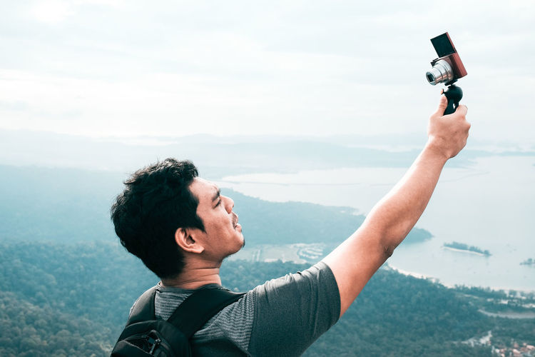 Travel Vlogger Vlogging Headshot High Altitude Langkawi Island Malaysia Leisure Activity Lifestyles Mountain Nature Outdoors Photo Messaging Photographing Photography Themes Self Portrait Photography Selfie Technology Vacation Wireless Technology Business Stories An Eye For Travel Love Yourself The Traveler - 2018 EyeEm Awards