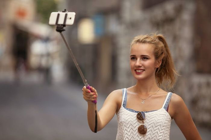 Casual Clothing Day Focus On Foreground Holding Leisure Activity Lifestyles Person Selfie Selfie Portrait Selfie Sunday Selfie Time Selfie ♥ Selfienation Selfieoftheday Selfieportrait Selfiequeen Selfies Selfies! Selfiesaturday Selfiestick Selfiesunday Selfietime Selfie✌ Selfie😎 Young Adult