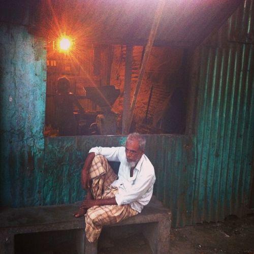 street life! Js Street Photography People Dailylife Photojournalism Documentary IPhone Iphoneonly Insta Instapic Bestoftheday Instagood Instadaily Dailybest Followgram Jashimsalam Photographer Instagram Chottogram Chittagong
