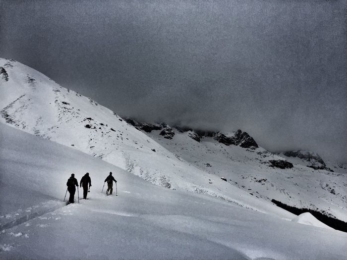 Skitourengeher Andermatt  Traverse Nocontrastskiing