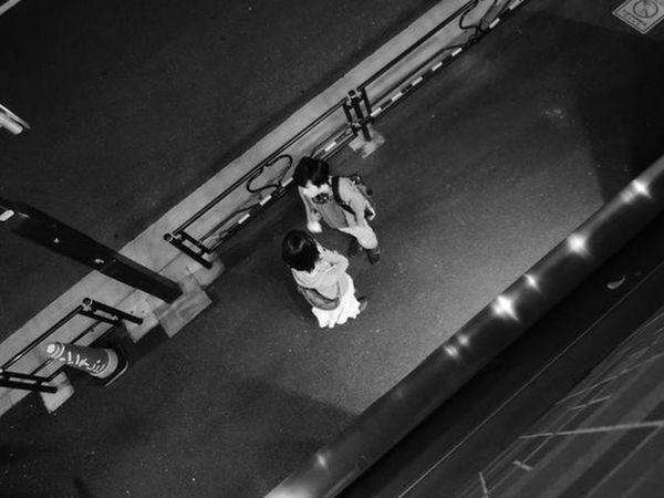 根津 Tokyo Nezu RuleofThumb👍 Itiswhatitis 세계 Nikonphotography Nikon Snapshot Snap Nightphotography Apartment Midnight Myhome Couple Quarrel Young Adult High Angle View Leisure Activity People Press For Progress EyeEmNewHere Stories From The City Adventures In The City