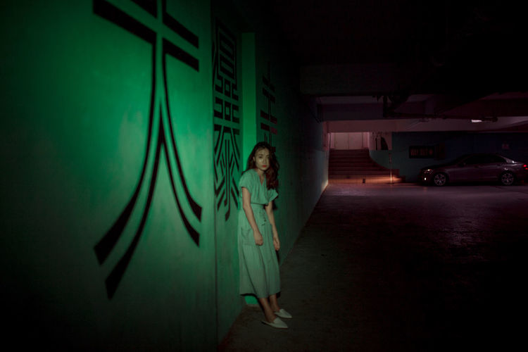 Neon Neon Lights Retro Portrait Of A Woman Portrait Photography portrait of a friend Looking At Camera Light And Shadow Vintage Standing Full Length Portrait Light Beam Stage Light Posing Neon Colored HUAWEI Photo Award: After Dark