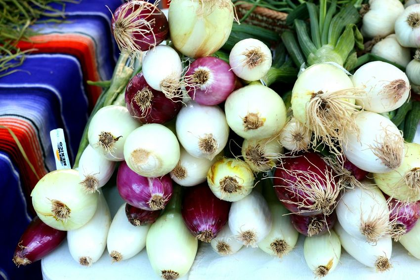 Onions In The Market Onions Bulbs Variety Onions Farmer's Market Fresh Produce Fresh Vegetables Close-up