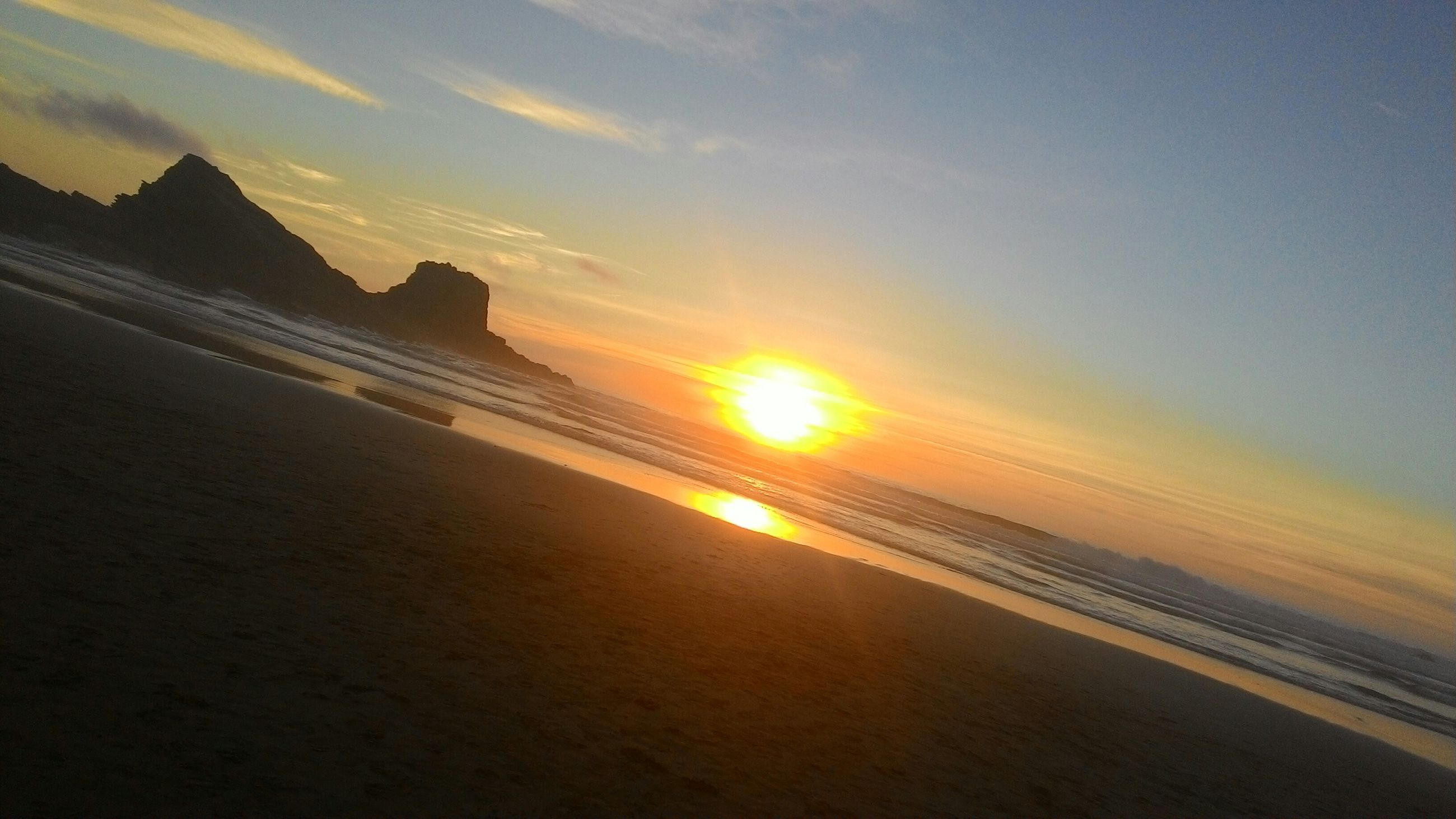 sunset, sun, scenics, sky, beauty in nature, tranquil scene, tranquility, sea, beach, orange color, sunlight, sunbeam, nature, idyllic, built structure, water, cloud - sky, architecture, outdoors, horizon over water