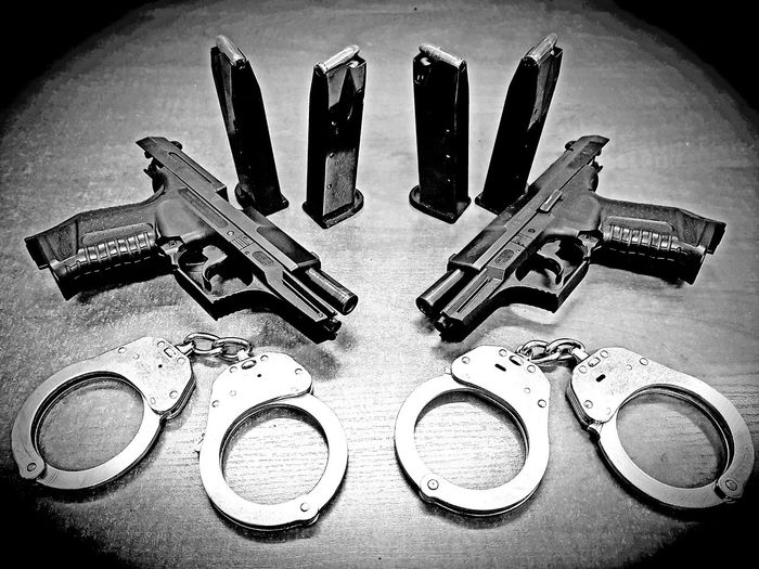 Gun Shooting Police Walther P99 Handcuffs  Blackandwhite Hardpeople Pistols Work NeverGiveUp💪👣 Mobilephotography Galaxys8