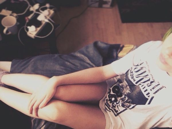Wearing boys t-shirts is the only thing that makes a girl really happy in the morning.. That and a lot of coffee☕️ That's Me Relaxing Girl Coffee Morning Boyfriendsshirt Baggy Comfortable Lovely Happy Mylife Legs Alternative