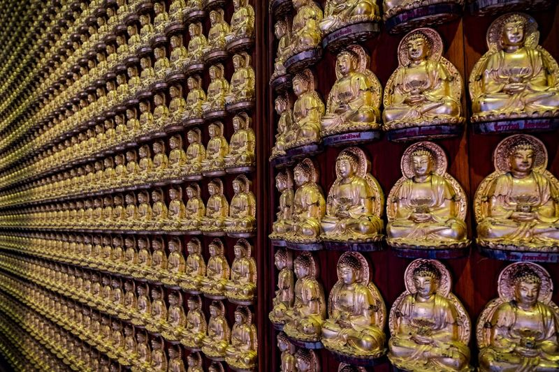 Wat Boromraja Kanchanapisek Anusorn Full Frame Backgrounds No People In A Row Arrangement Large Group Of Objects Indoors  Pattern Side By Side Art And Craft Still Life Abundance Design Order Close-up Retail  Retail Display Day Glass - Material