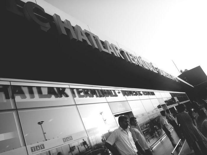 2009.7 Starting A Trip Snapshot Airport Morning