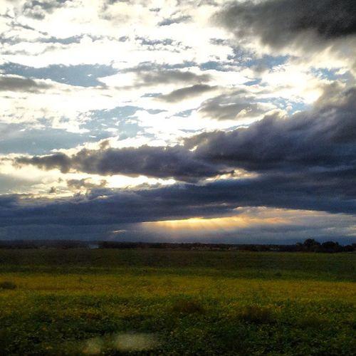 Сегодня небо особенно грозное///