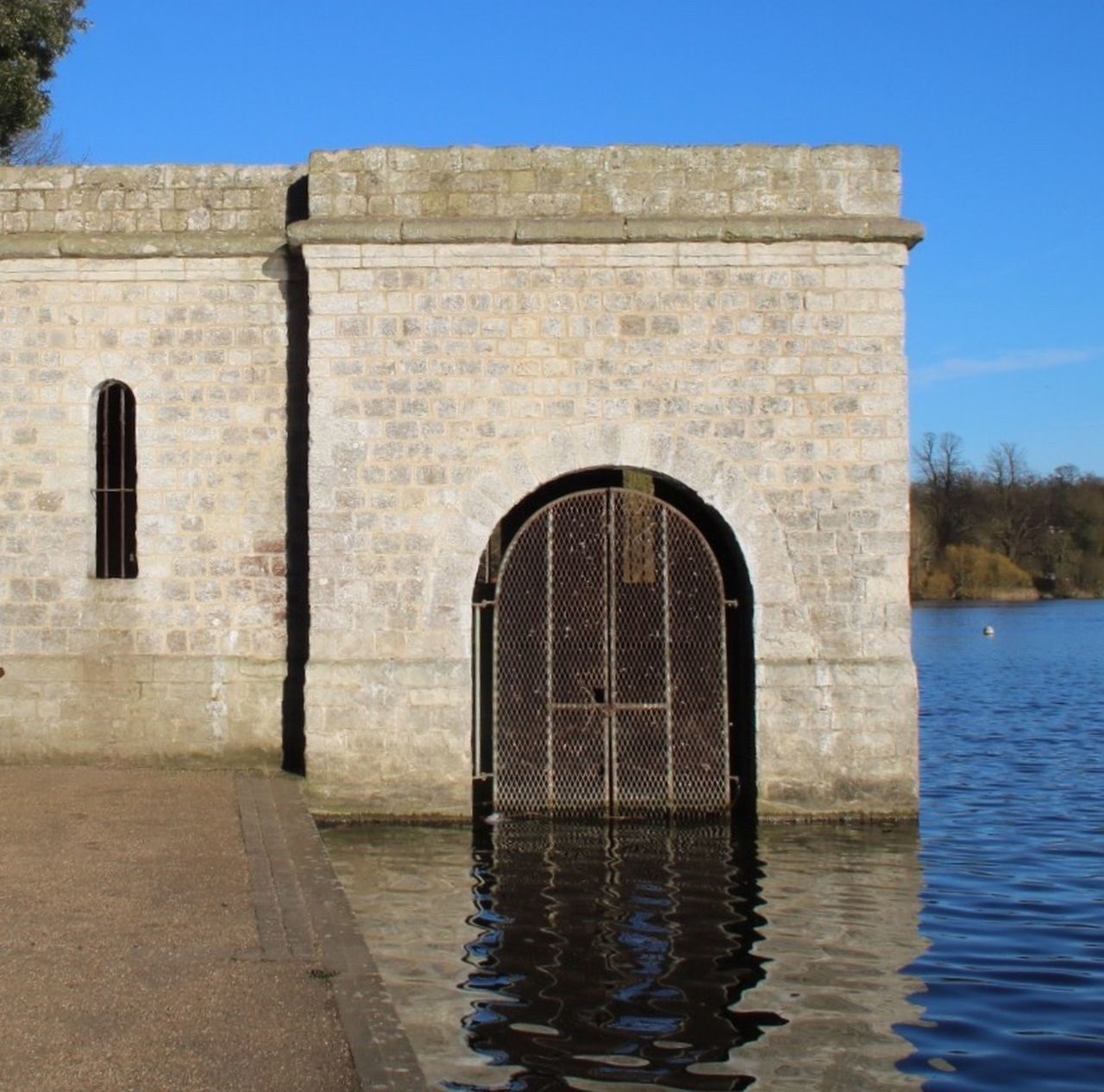 architecture, built structure, water, day, outdoors, history, building exterior, no people, sky