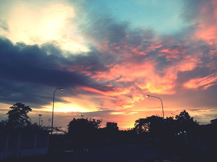 Serie atardeceres: multiple colors in the sky - serie ice and fire Clouds And Sky Breaking Dawn Sunset
