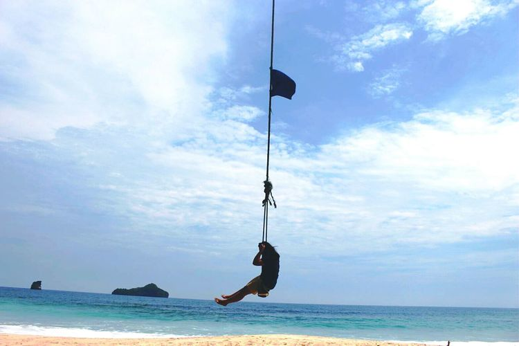 swing swing..... 🍃🌊 Salt Indonesia_photography Indonesiagram Blue Sky Curvygirls Girls INDONESIA HappyGirlsAreThePrettiest Visitindonesia Saltintheairsandinmyhair Sendikibeach EyeEm Selects Foreveronvacation Happyme Indonesiabagus Swing Malang, Indonesia EyeEm Best Shots EyeEm Nature Lover Beach Sea Hanging Cloud - Sky Sky Silhouette Outdoors Water Day Horizon Over Water Nature