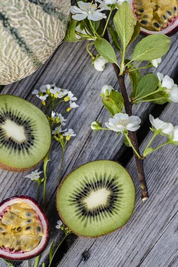 Kiwi and passion fruit vitamins.