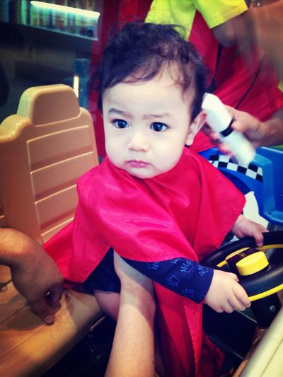 Feo's 1st hair cut by others than mum ?