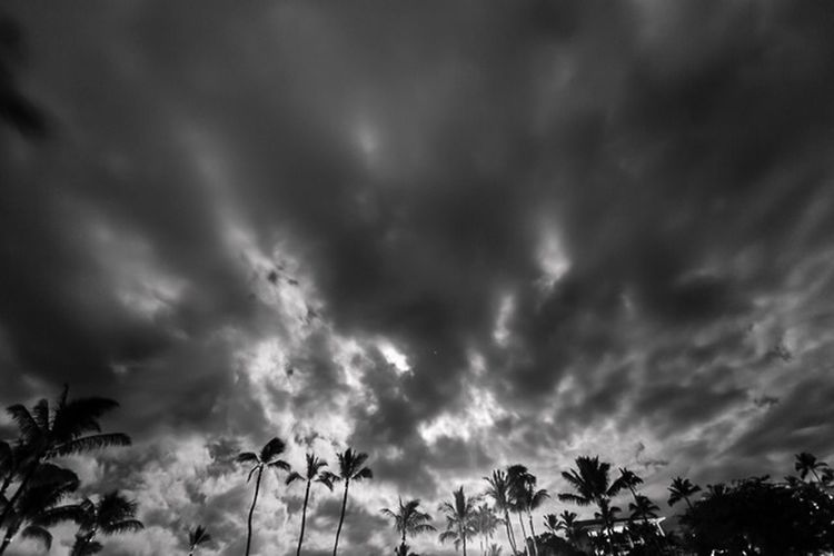 Black And White Clouds And Sky Night Beautiful Surroundings
