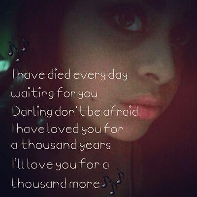 [A Thousand Years] Heart beats fast/ Colors and promises /How to be brave /How can I love when /I'm afraid to fall/ But watching you stand alone /All of my doubt suddenly goes away somehow /One step closer /I have died every day waiting for you/ Darling don't be afraid I have loved you for a thousand years/ I'll love you for a thousand more/ Time stands still Beauty in all she is I will be brave /I will not let anything take away/ What's standing in front of me /Every breath Every hour has come to this /One step closer I have died every day waiting for you /Darling don't be afraid I have loved you for a thousand years/ I'll love you for a thousand more /And all along /I believed/ I would find you/ Time has brought your heart to me/ I have loved you for a thousand years/ I'll love you for a thousand more/ One step closer/ One step closer I have died every day waiting for you /Darling don't be afraid /I have loved you/ For a thousand years/ I'll love you for a thousand more/ And all along I believed/ I would find you /Time has brought your heart to me I have loved you for a thousand years I'll love you for a thousand more ... [Mil anos] O coração acelerado/ Cores e promessas /Como ser corajoso /Como posso amar quando tenho medo de me apaixonar/ Mas ao ver você na solidão/ Toda a minha dúvida de repente se vai de alguma maneira /Um passo mais perto /Eu morri todos os dias esperando você/ Amor, não tenha medo /Eu te amei por mil anos /Eu te amarei por mais mil/ O tempo fica parado/ Há beleza em tudo que ela é/ Terei coragem /Não deixarei nada levar embora /O que está na minha frente /Cada suspiro /Cada momento trouxe a isso /Um passo mais perto/ Eu morri todos os dias esperando você/ Amor, não tenha medo/ Eu te amei por mil anos /Eu te amarei por mais mil /O tempo todo eu acreditei que te encontraria /O tempo trouxe o seu coração ao meu /Eu te amei por mil anos Eu te amarei por mais mil/ Um passo mais perto /Um passo mais perto/ Eu morri todos os dias esperando você Amo