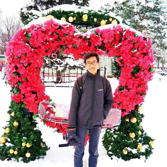 I 💜 U Tree Portrait Front View Looking At Camera Flower Outdoors Day Smiling Warm Clothing Red Lifestyles Standing Fashion Stories Shades Of Winter