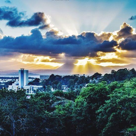 Sunset Photography Plage Hello World Gwada  Paysage WestIndies Antilles Sun Caribbean Sunset Guadeloupe Urbanvybz Legosier Westindies_pictures Nature Nikonphotography Nikon Sunset #sun #clouds #skylovers #sky #nature #beautifulinnature #naturalbeauty #photography #landscape Sunshine