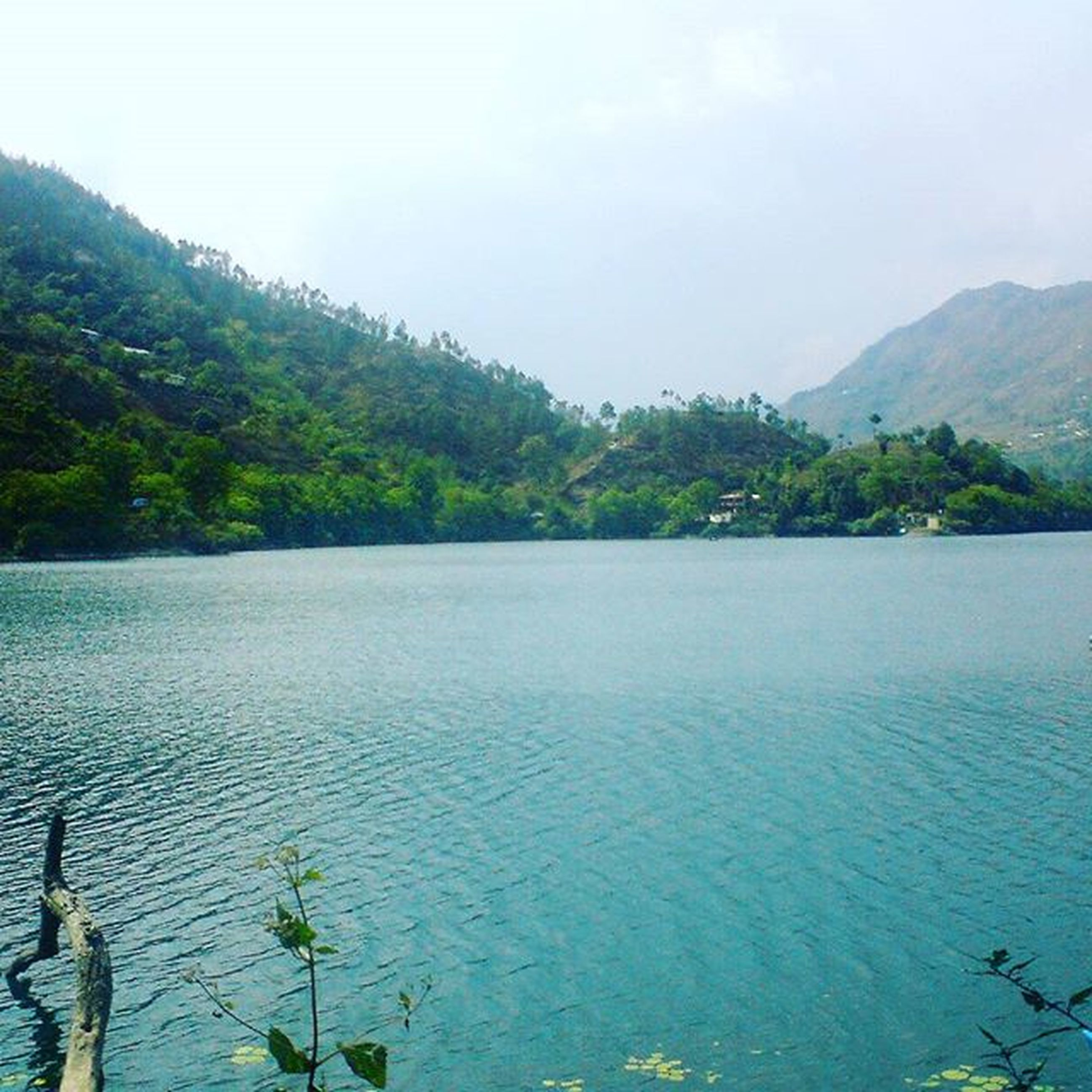 water, tranquil scene, tranquility, mountain, scenics, beauty in nature, tree, nature, waterfront, lake, rippled, sky, sea, idyllic, clear sky, mountain range, calm, day, non-urban scene, outdoors
