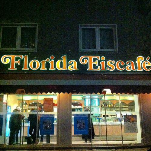 +1 derece ve DONDURMA yiyorum inadına !! Burası Berlin'in en en en iyi dondurmacısı...