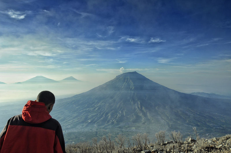 top view is the best view Always Be Cozy Beauty In Nature Cloud - Sky Day Enjoy The New Normal EyeEm Best Shots INDONESIA Landscape Looking At View Mountain My Year My View Nature One Person Outdoors People Rear View Scenics Sindoro Sky The Week Of Eyeem Tourism Tourist Travel Destinations Volcano The Great Outdoors - 2017 EyeEm Awards Live For The Story