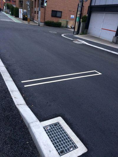 真新しい舗装。ちょっといい気分。newly Pavedstreets