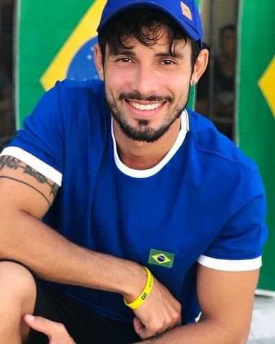 vai nessa que é hexa Brasil Brasil Brazil Worldcup Cup Copa Portrait Men Looking At Camera Working Soccer Uniform Soccer Shoe Soccer Soccer Player International Team Soccer